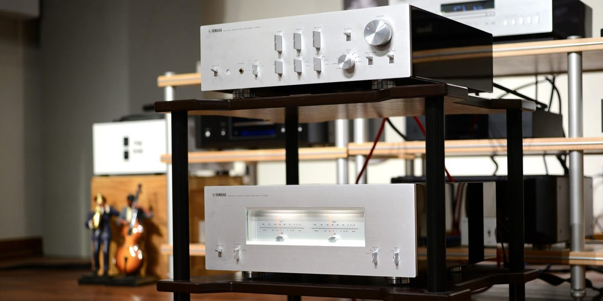 What's the difference between a power amp and an integrated amp